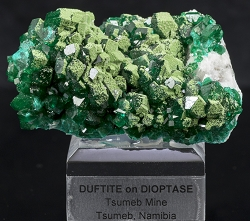 Duftite on Dioptase