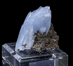 Blue Baryte on Limonite