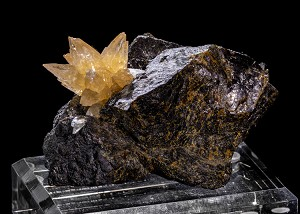 Calcite Flower on Sphalerite