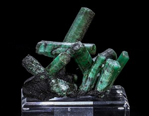 Emerald Cluster on Mica Matrix